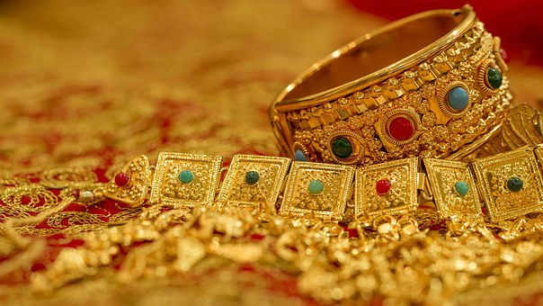 Consumer Alert: 5 Reasons For You To Buy Junk Jewelry